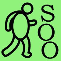 Fußballer schießt ein S und zwei O vor sich her.